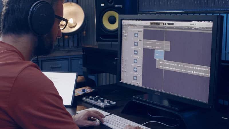 daniele lavora in logic per il sound design di Soeliok