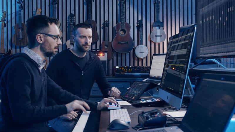 alessandro e daniele che lavorano ad una colonna sonora di Soeliok